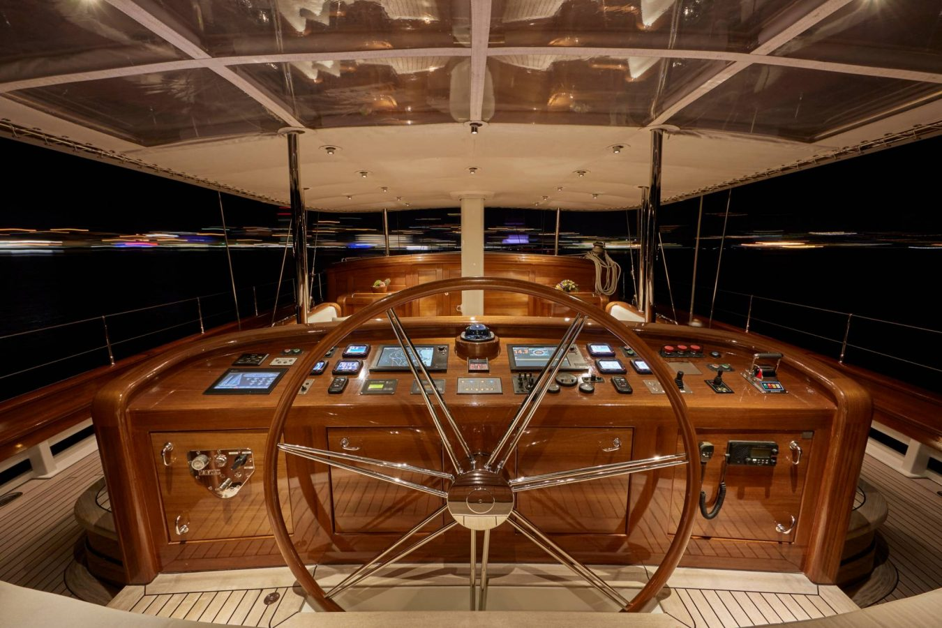 Sailing-Super-Yacht-Helm
