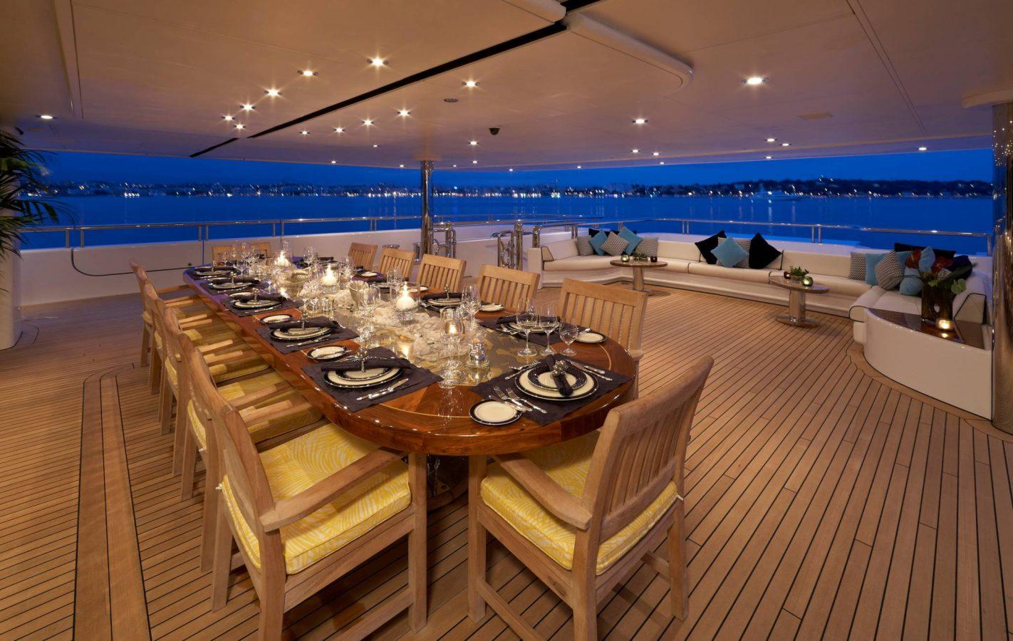 3 - Al Fresco Dining